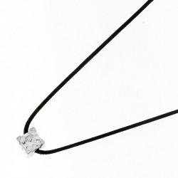 Collier Elsa Lee Paris un oxyde de Zirconium taille carré serti griffe, sur cordon ciré noir