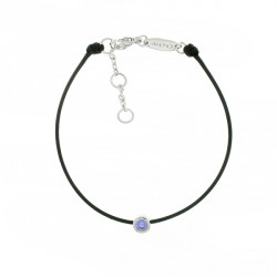 Bracelet Elsa Lee Paris, modèle Février avec un oxyde de Zirconium violet serti griffe sur cordon en coton noir