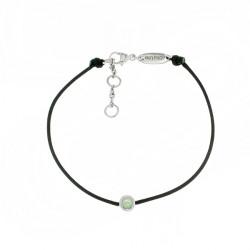 Bracelet Elsa Lee Paris, modèle Octobre avec un oxyde de Zirconium opale serti griffe sur cordon en coton noir