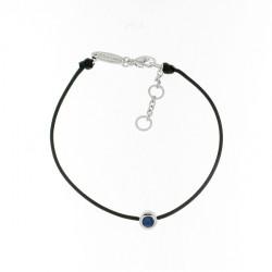 Bracelet Elsa Lee Paris, modèle Septembre avec un oxyde de Zirconium bleu serti griffe sur cordon en coton noir