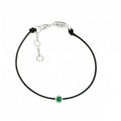 Bracelet Elsa Lee Paris, modèle Mai avec un oxyde de Zirconium vert émeraude serti griffe sur cordon en coton noir