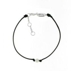 Bracelet Elsa Lee Paris, modèle Juin avec une perle sur cordon en coton noir
