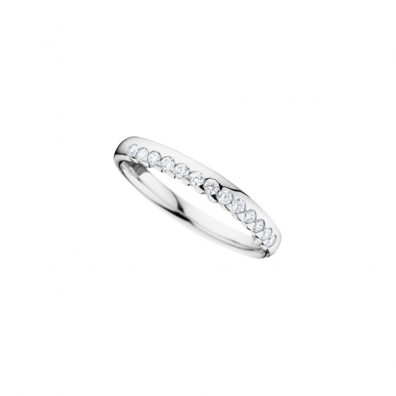 Elsa Lee Paris feminine wedding ring crafted in silver with glittering Cubic Zirconia