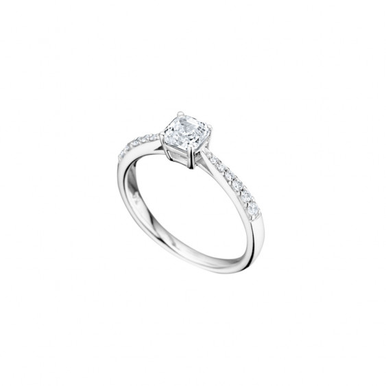 Elsa Lee Paris sterling silver ring, princess-shaped Cubic Zirconia centerpiece and two lines of Cubic Zirconia on both sides