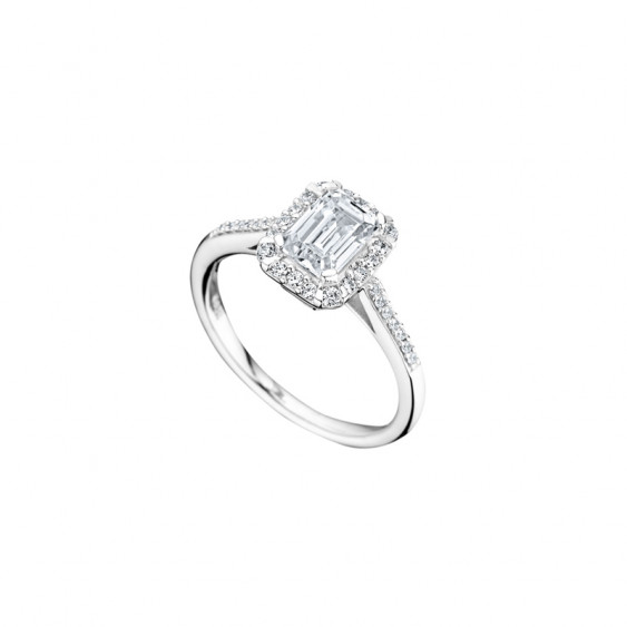 Elsa Lee Paris impressive sterling silver ring with emerald cut Cubic Zirconia centerpiece surrounded by Cubic Zirconia