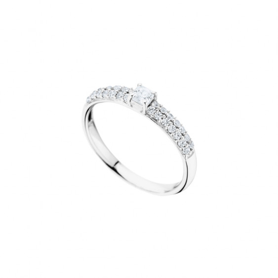 Elsa Lee Paris sterling silver ring, one diamond cut Cubic Zirconia surrounded by shining stones on both sides