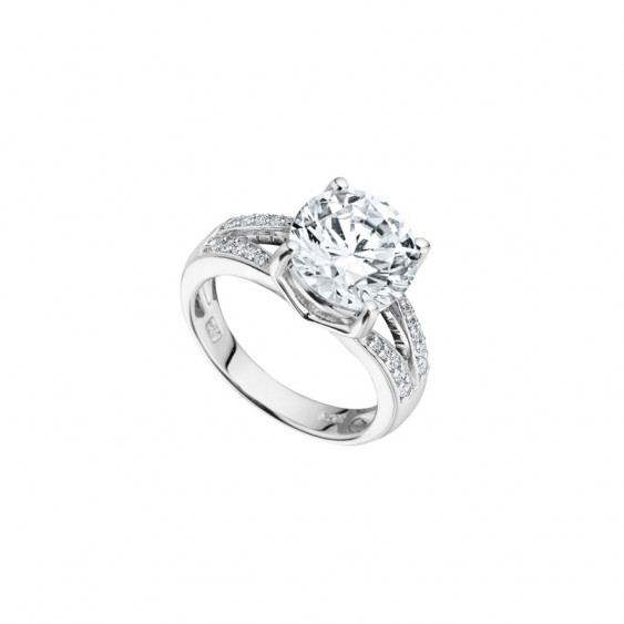 Elsa Lee Paris sterling silver Ring, one claws set Cubic Zirconia centerpiece surrounded by 21 clear Cubic Zirconia on both side