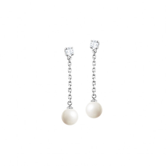 Silver drop earrings with its dangling white pearls and silver chain by Elsa Lee Paris