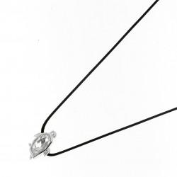 Collier Elsa Lee Paris en argent 925, motif pinguin recouvert d'oxydes de Zirconium, sur cordon ciré noir.
