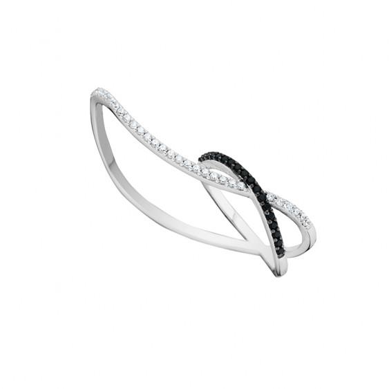 Bague double croisée noire et blanche en argent par Elsa Lee PARIS avec son design minimaliste