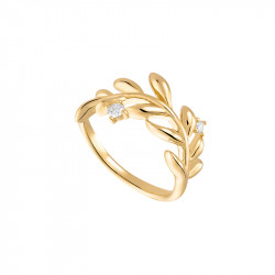 Golden Laurel leaf ring in gilded silver with its sophisticated and minimalist design by Elsa Lee Paris