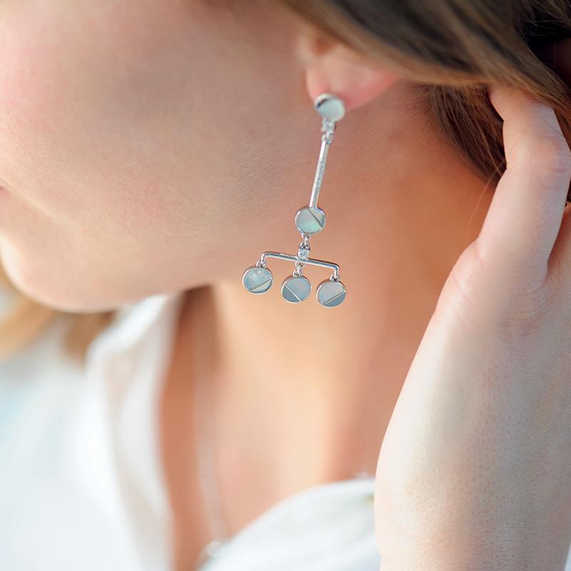 Boucles d'oreilles lune nacré asymétriques en argent